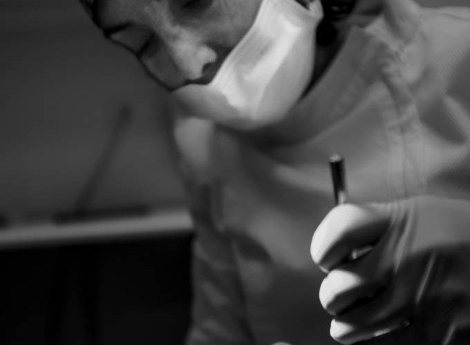 Una dentista saca todos los dientes a su novio por abandonarla para irse con otra
